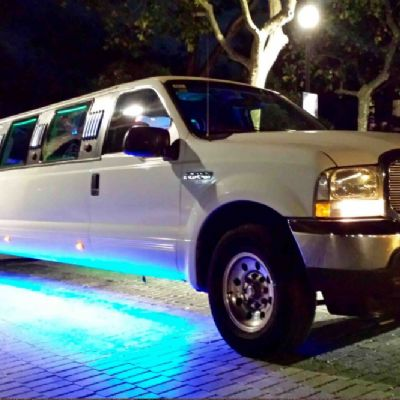 Limusina Ford Excursion Blanca 14 pax